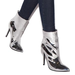 Moving Sale! 🆕 Silver Chrome heeled boots